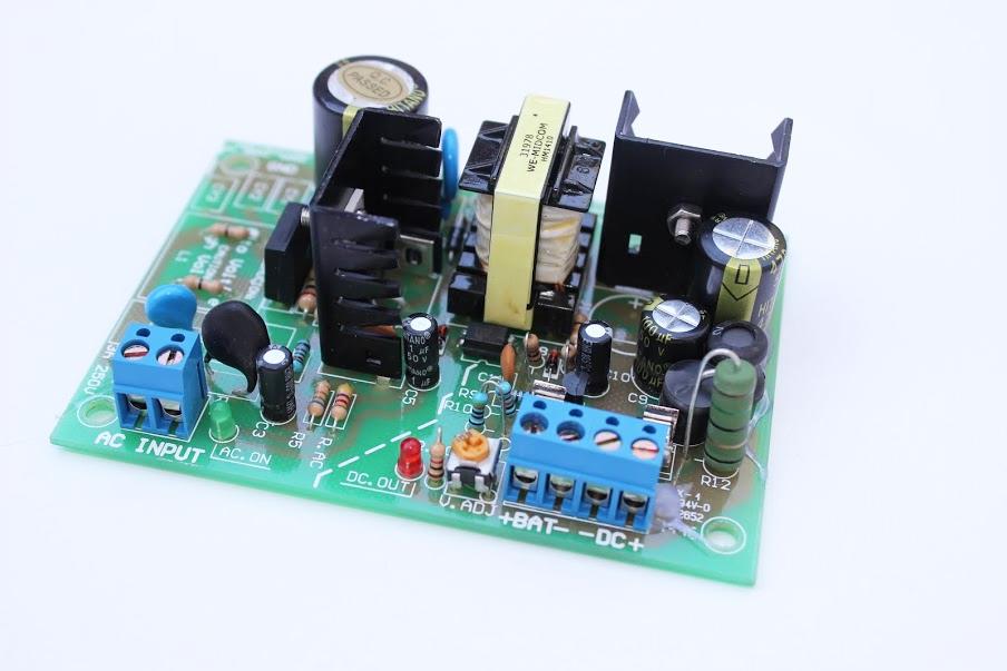 Fuente Switching AC/DC 40W Salida 13,8VDC con Respaldo